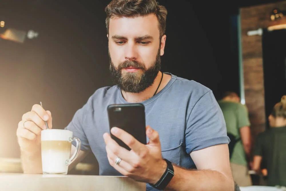 Το φαινόμενο Instagram Face για τον άνδρα
